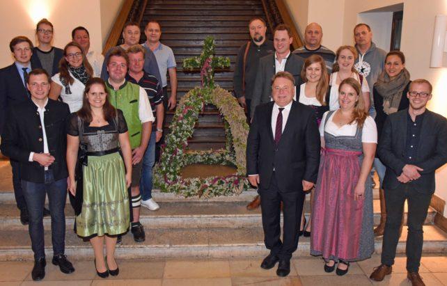 Junggärtner-Erntekrone für Minister Brunner