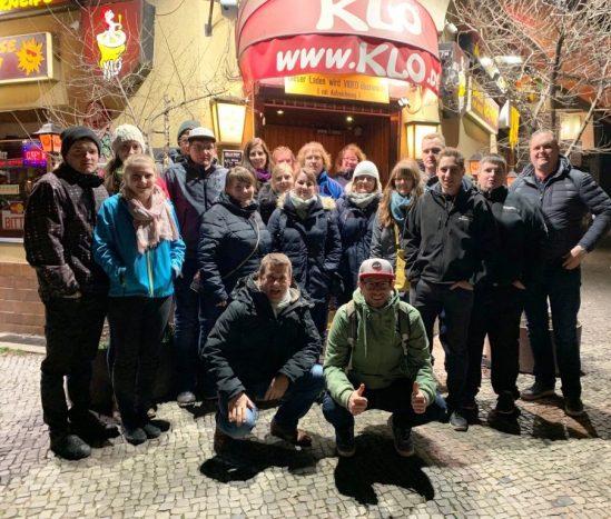 Schwäbisch-mittelfränkische Reisegruppe auf Toilettensuche in Berlin