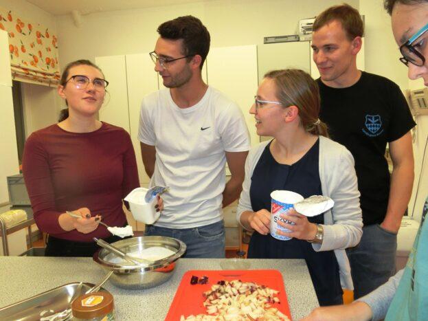 Fröhliches Miteinander beim deutsch-russischen Kochabend